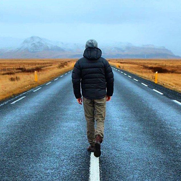 İzlanda yollarını arşınlayan gezginiminizin yolu bitmek bilmiyor.