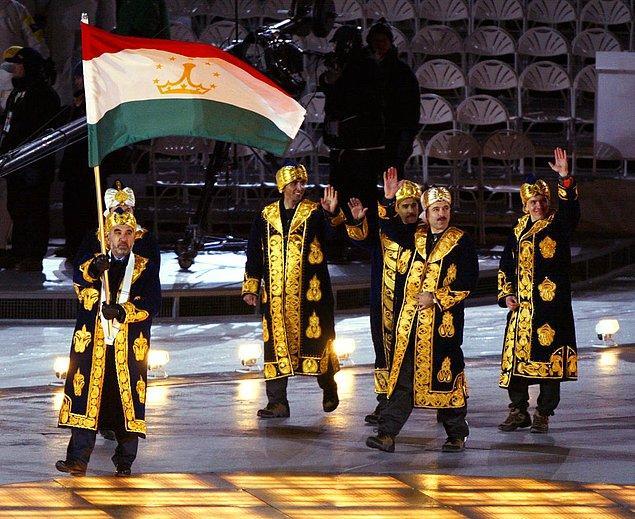 13. İlginç kıyafet ve ayakkabı kombinasyonlarıyla Tacikistan semalarından yarışmaya katılan bu kişileri de hatırlamakta fayda var.