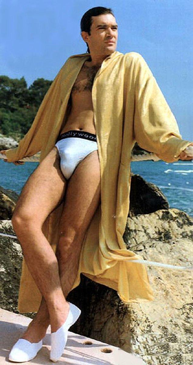 11. Antonio Banderas batılılar tarafından çok yakışıklı kabul edilse de bizim topraklarda çok beğenilen biri değil. Sebebi fotoğrafta gayet açık.