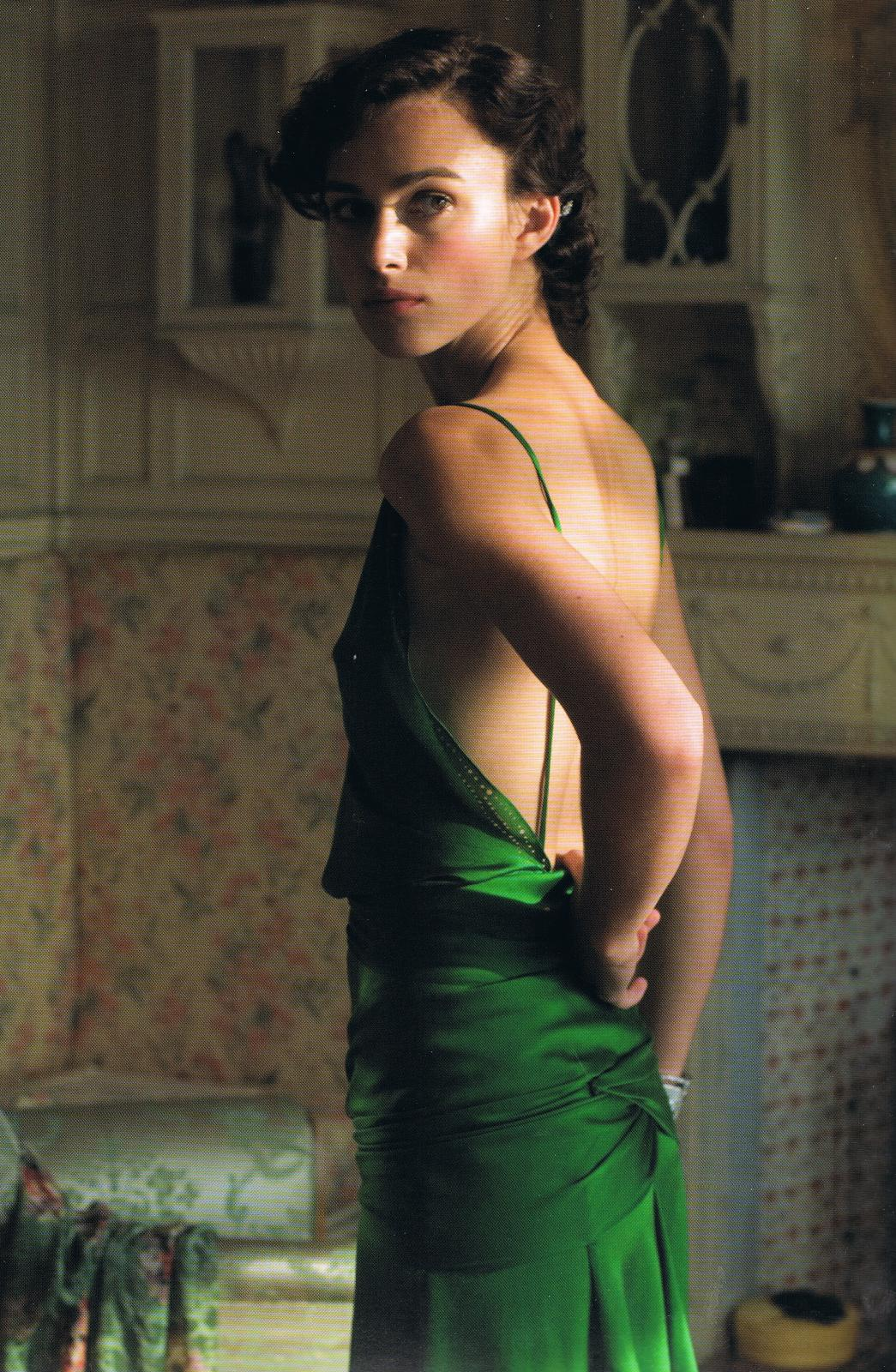 22 Iconic Dresses From Hollywood You Want To Try On Yourself