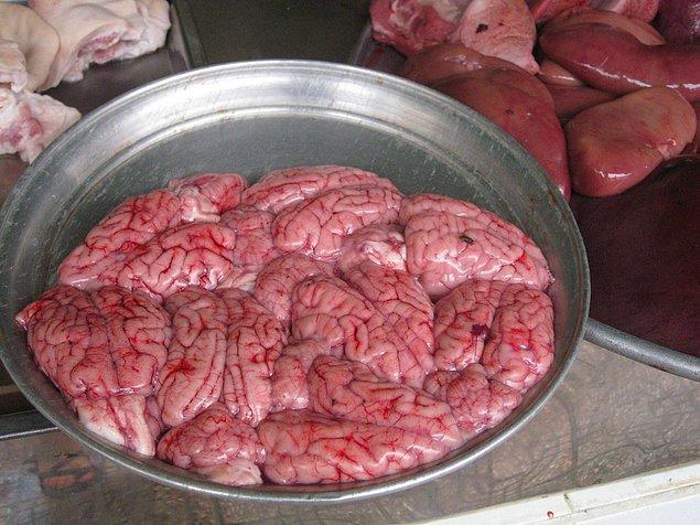 6. Çin'in, Güney Asya'nın ve Afrika'nın bazı bölümlerinde maymun beyni lezzetli bir yiyecektir.