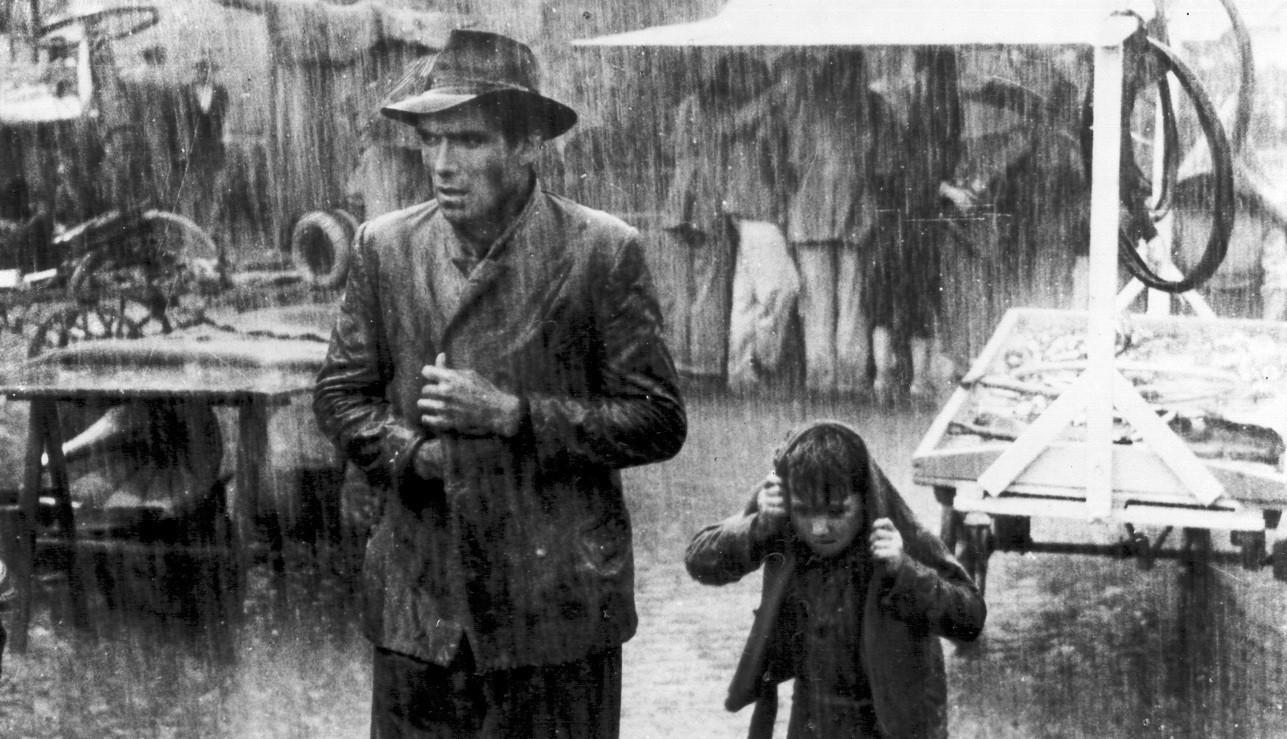 the daily struggles of the poor in ladri di biciclette a film by vittorio de sica
