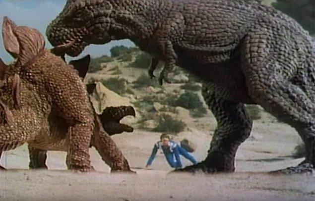 Разница во времени между тем, когда жили тираннозавры и тем, когда жили стегозавры, больше, чем между тираннозаврами и нами