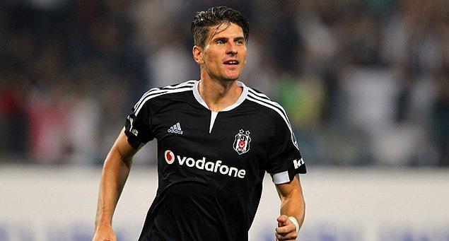 Beşiktaş'ta form tutan Gomez oynadığı futbolla göz doldurdu ve Almanya milli takımına kadar tekrar yükseldi