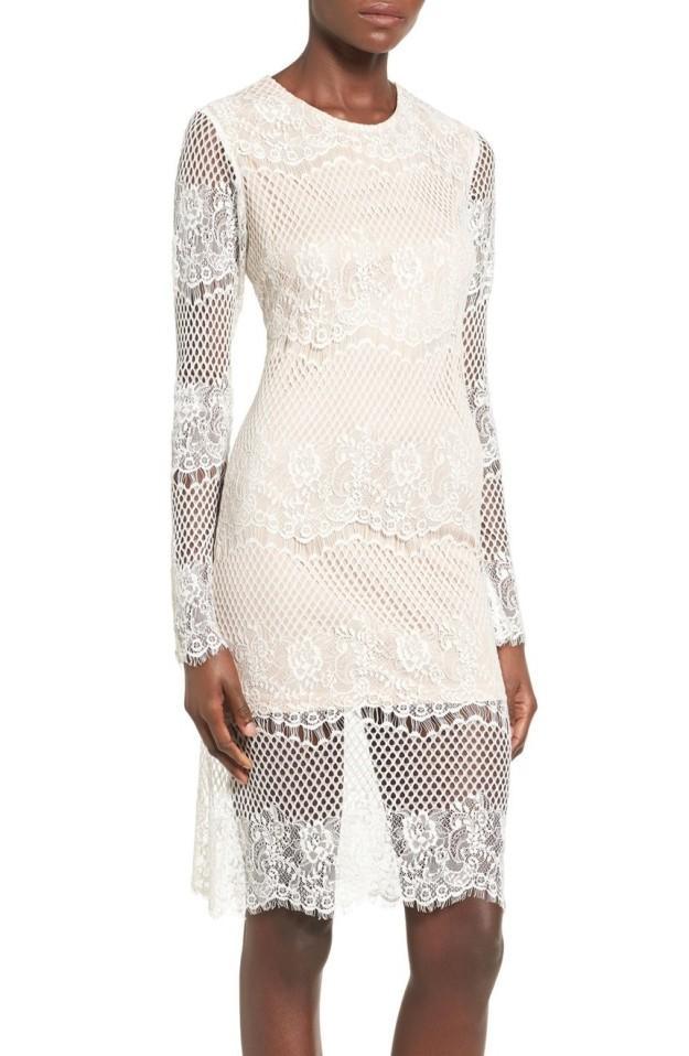 Платье с открытой спиной с кружевами