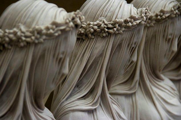 """6. Mermer perdenin sırrı: """"Örtülü Vestal"""", (19. yüzyıl) Raffaele Monti"""