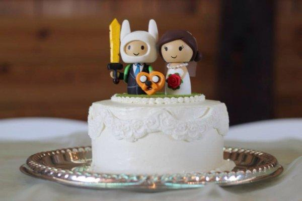 Stupendous 20 Nerdy Wedding Cakes That Will Put Your Cake To Shame Onedio Co Funny Birthday Cards Online Inifofree Goldxyz
