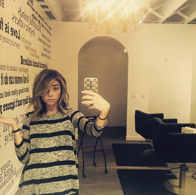 Актриса Сара Хайленд, снявшая на время свои наращенные волосы