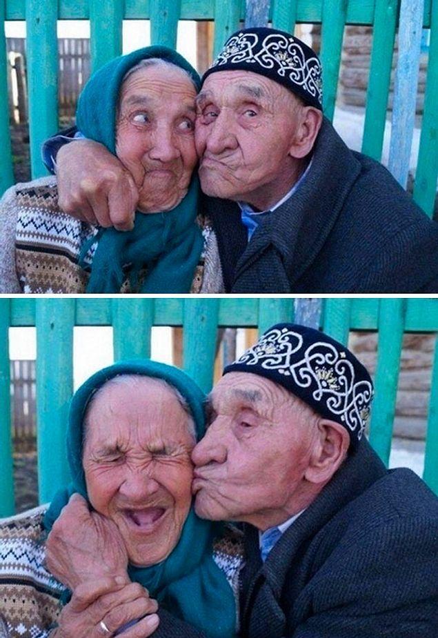 Дурачась вместе: Ишбика и Нуриян Абдразаковы из деревни Халилово, Башкирия. Они не растаются уже 65 лет