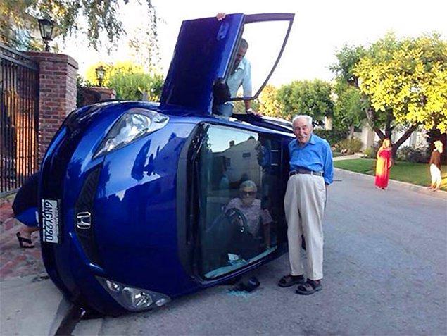 Никогда не унывайте! Эта пара перевернулась на своем авто и спокойно позирует для фото