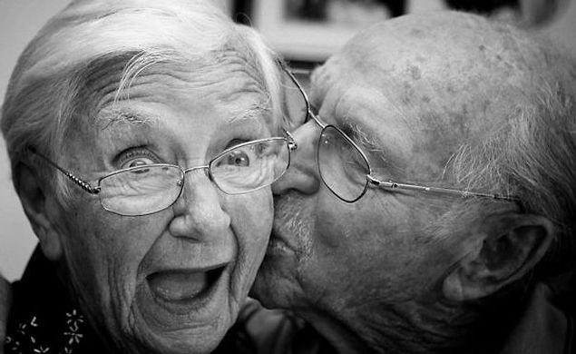 Неожиданный поцелуй в щечку