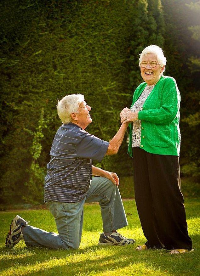 Он делает ей повторное предложение после 60 лет брака