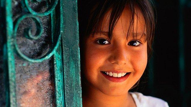 11 Ekim; Türkiye, Kanada ve Peru'nun girişimleri sonucu 2012'de Birleşmiş Milletler Genel Kurulu tarafından 'Dünya Kız Çocukları Günü' ilan edildi.