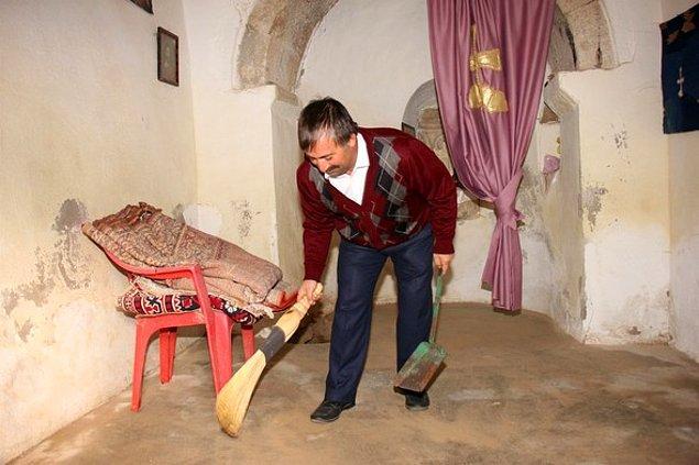"""""""Osmanlı hoşgörüsünün yaşandığı bu topraklarda biz de kiliseyi temizleyip ibadete hazır hale getiriyoruz"""""""