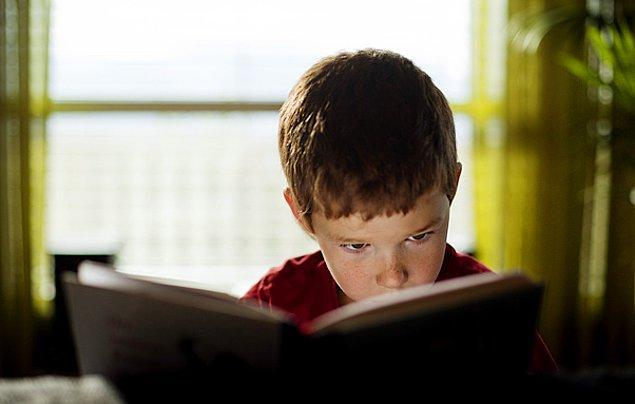 Konuyla ilgili önemli deneyimlere sahip olan Susan Elkin, çocukların ilgi alanlarından yola çıkarak okuyacağı kitapları kendilerinin seçmesi gerektiğini söylüyor.