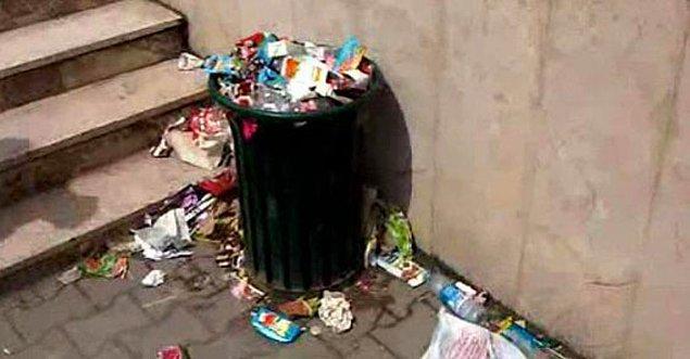"""8. Çöp kutusu doluysa, """"Nasıl olsa etrafına taşmış"""" diyenlerin o bölgede oluşturdukları atıklar."""