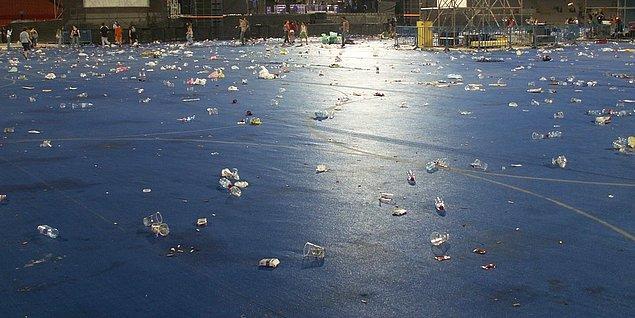 5. Herhangi bir konser, miting sonrası oluşan çöp yığını.