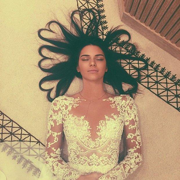 Kendall Jenner'ın kalp saçlı fotoğrafı