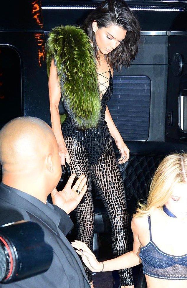 Kardashian partisi olur da, kostüm değişikliği olmaz mı?