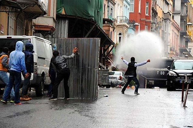 HDP İstanbul İl Başkanlığı önünde gazlı müdahale