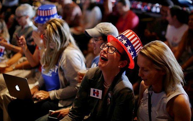 Clinton, rakibini arayarak yenilgiyi kabul etti ancak New York'taki seçim merkezinde bekleyen destekçilerine herhangi bir açıklama yapmadı.