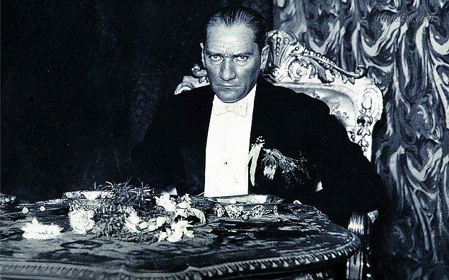 """12. Geldik son soruya. Mustafa Kemal Atatürk'e """"Mareşallik"""" ünvanı hangi savaştan sonra verilmiştir?"""