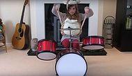 Мужчина смонтировал видео со своими дочерьми, играющими на барабанах