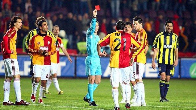 10. 2008-2009 sezonu 0-0 biten maçın 90. dakikasında kaç futbolcu kırmızı kart görmüştür?