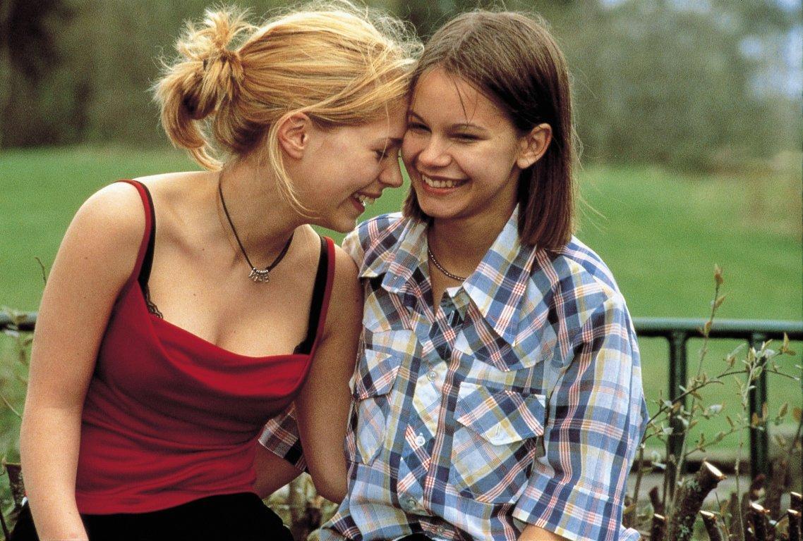 Кто подскажет хорошие фильмы про любовь между женщинами
