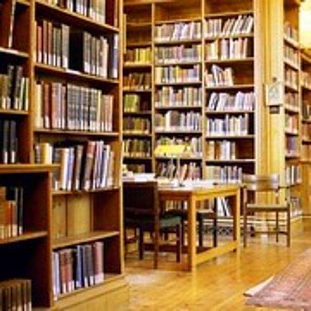 Kütüphanede