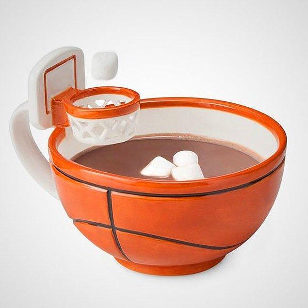 8. Kahveden önce biraz basketbol keyfine ne dersin, diye soran fincan.
