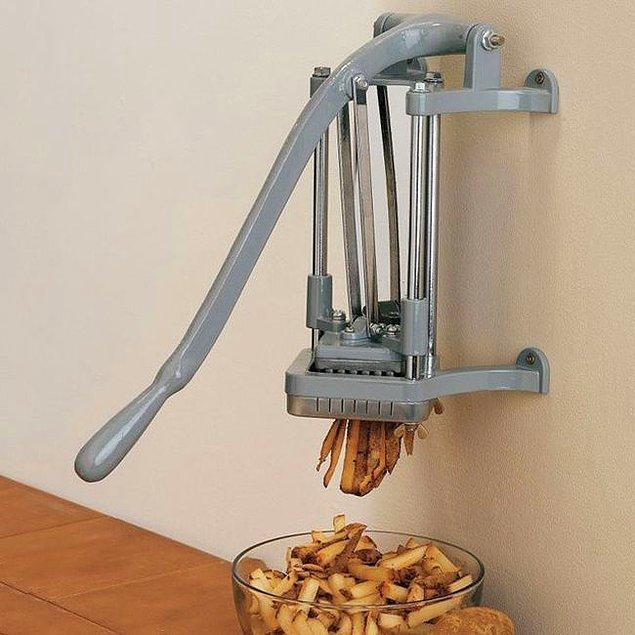 11. Tek elle tek hamlede patates doğramanızı sağlayacak harika kesici.