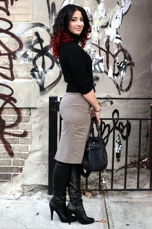 Голые женщины в сапогах до колена фото 530-135