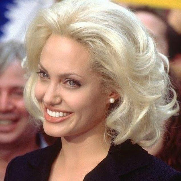 11. Sarışınlığı kaldırabilmek için beyaz ten ve mavi gözün yeterli olmadığının bir kanıtı da Angelina Jolie!