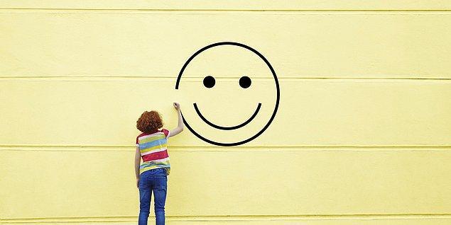 Doğal mutluluk istediğimiz şeyi istediğimiz zaman elde etmektir. Sentetik mutluluk ise, istediğimizi elde edemediğimizde herşeye rağmen kendimizi mutlu etmemizdir!