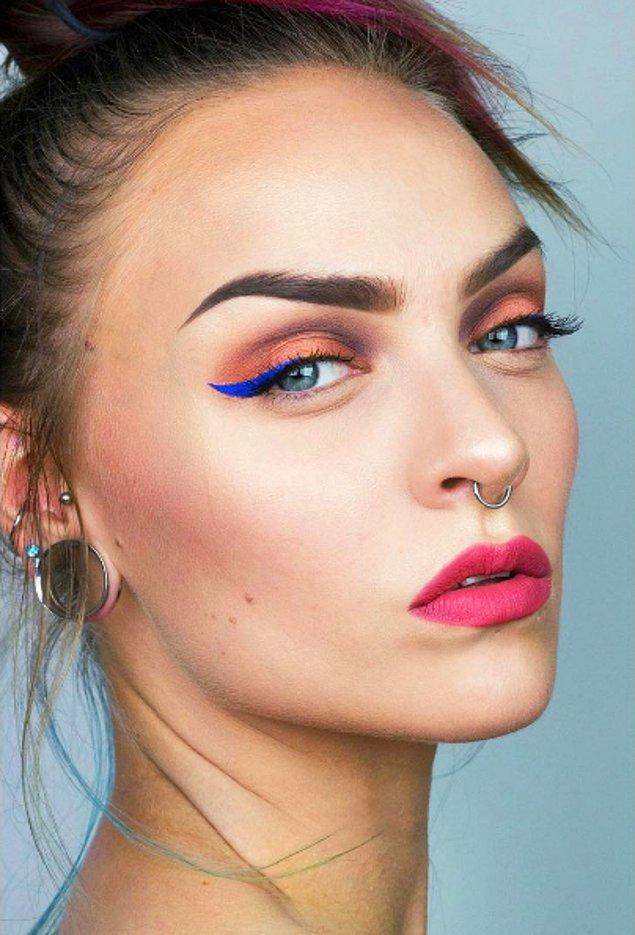 3. Eyeliner konusunda çığır açan ablamız: