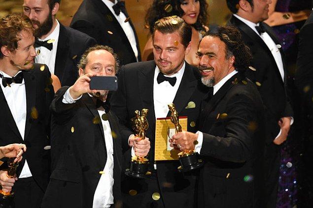 2. Leo sonunda bir Oscar alabildi selfie'si!
