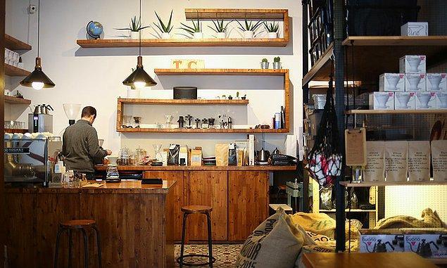 3. İkinci kere düşünmeden insanın kalkıp da Balat'a gitmesine sebep olacak: Coffee Department