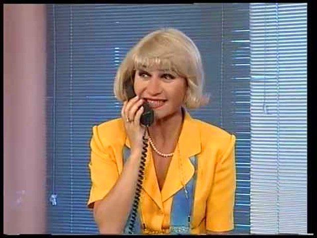 5. Canı istemediği zaman telefona bakmayan ve öğle tatilinden mutlaka geç dönen sekreter.
