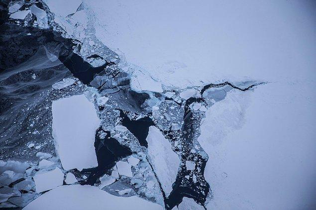 1. NASA ve Kaliforniya Üniversitesinden araştırmacılar özellikle batı Antarktika'da tarihin en hızlı ve geri dönüşü olmayacak buzul erimesi olduğunu tespit etti.