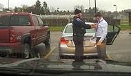 Полицейский остановил студента, превысившего скорость, чтобы помочь завязать галстук