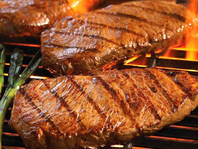 """2. """"Diyet yemek yemeniz gereken tek zaman, etin pişmesini beklediğiniz an olmalıdır."""" - Julia Child"""