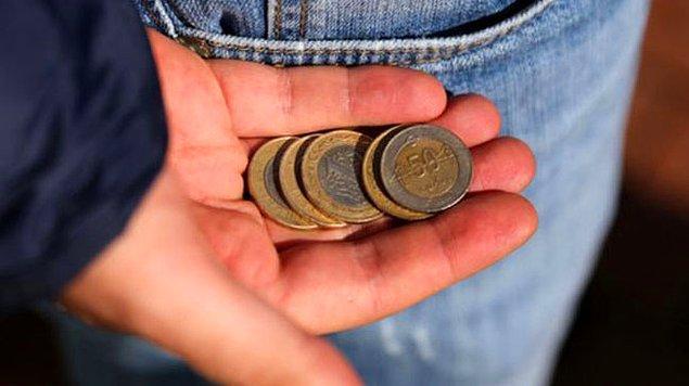 13. Ancak nedense ilk maaşın kendine has bir uğuru ve bereketi vardır. Azalsa bile bir şekilde bitmez.