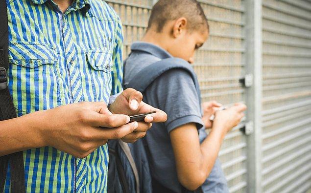 11. Akıllı telefonlarla geçirilen zamanın %35'i sosyalleşmek için harcanıyor.