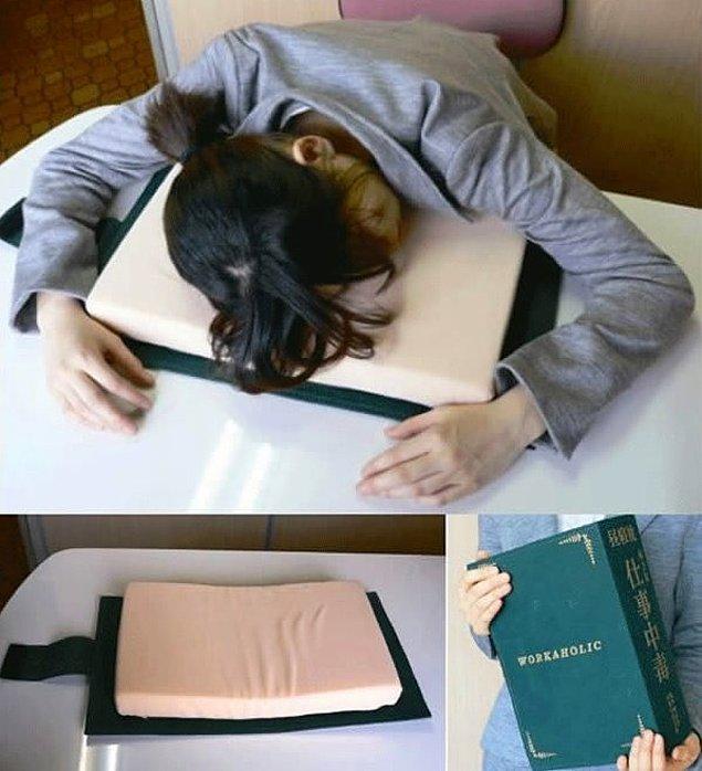 6. Yorgun ruhunuz için kitap kapağında yastık.