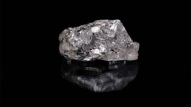 32. En büyük ve berrak elmasların, dünya yüzeyinin kilometrelerce altında, sıvı metalin içinde şekillendiği düşünüldü.
