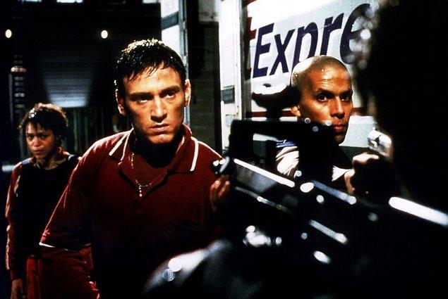 48. Nid de guêpes / Katiller Yuvası (2002) | IMDB: 6,9