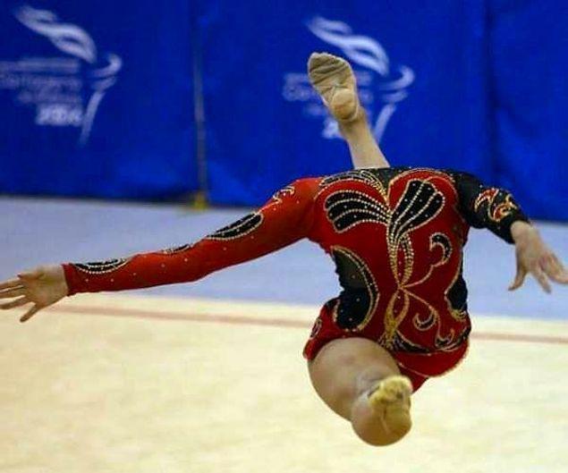 Гимнастка без головы 😶