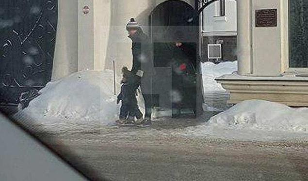 Лазарева в сопровождении его ребенка и мамы журналисты заметили у одного из московских храмов