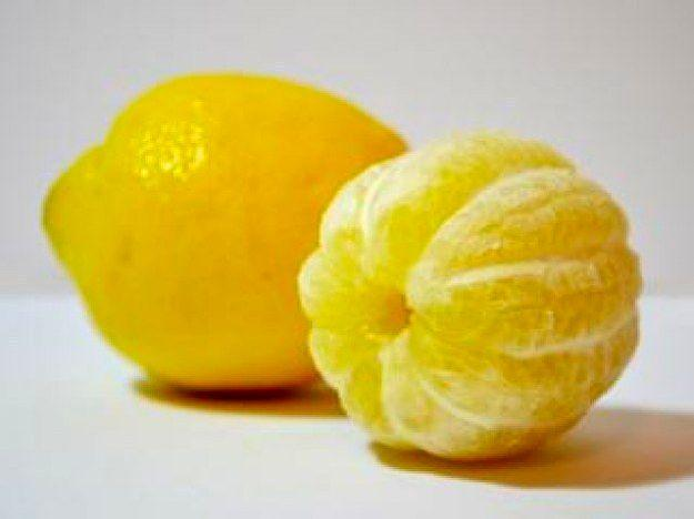 Полностью очищенный лимон